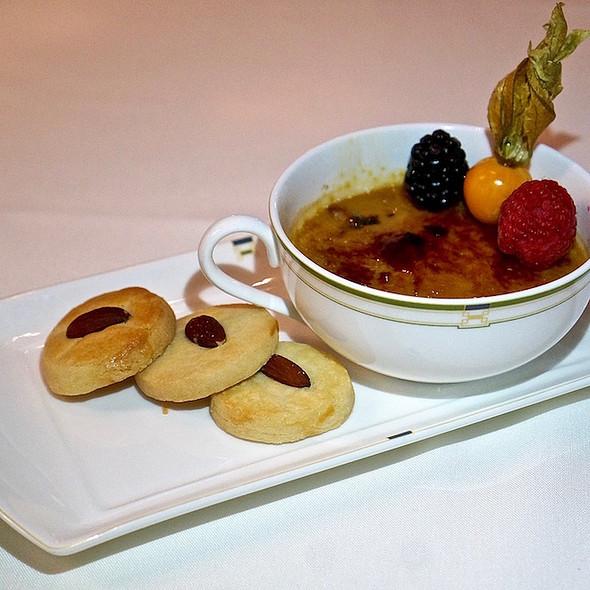 Red bean crème brûlée, almond cookies