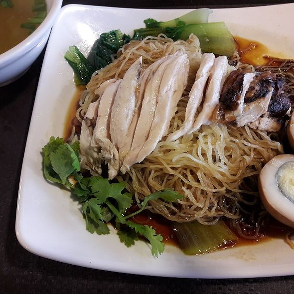 Chicken With Soya Sauce And Noodles