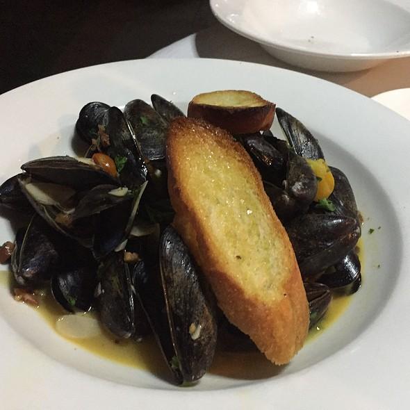 Steamed Prince Edward Island Mussels