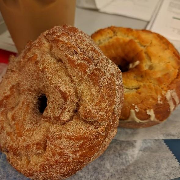 Cinnamon / Milk Donuts