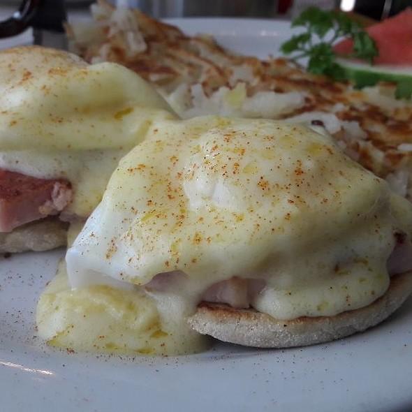 Eggs Benedict @ Bit of Country