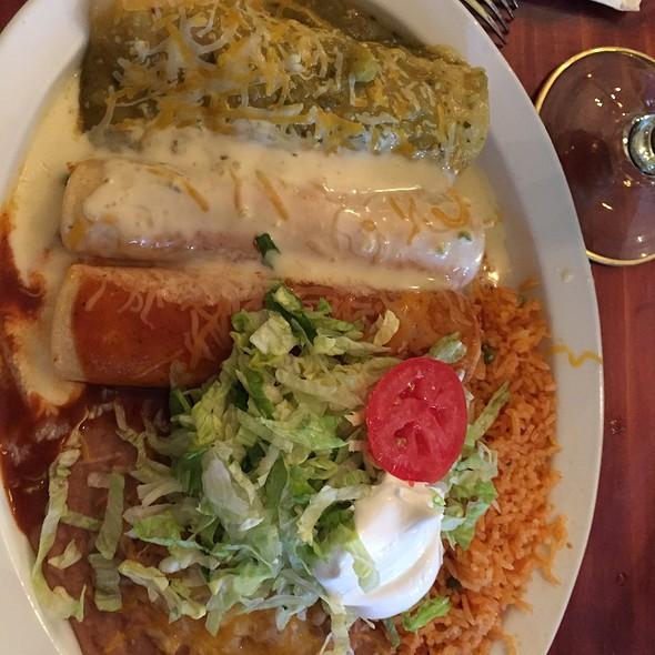 Tricolor Enchiladas @ Mi Mexico
