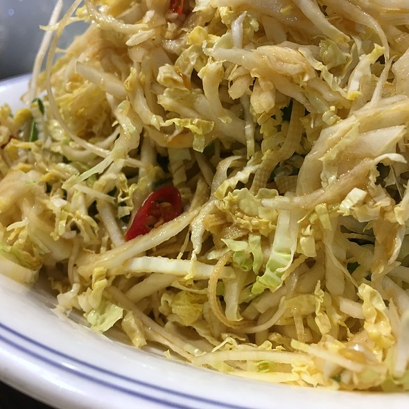 Sliced Chinese cabbage salad