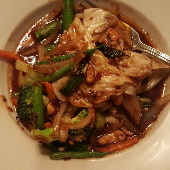 Cashews & Chili's With Vegetables