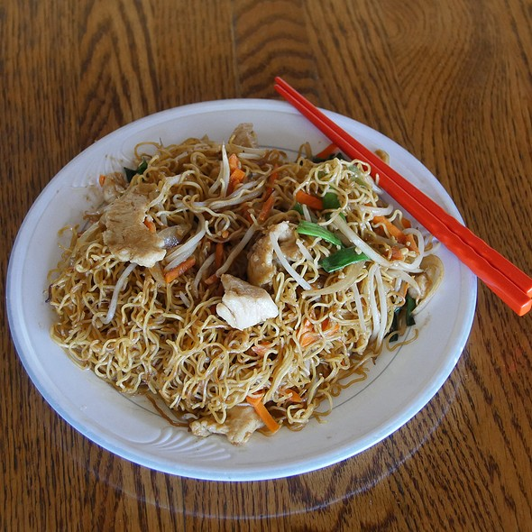 Hong Kong Style Chicken Chow Mein