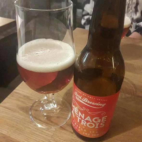 Menage a Trois Triple IPA 10.1 % @ Drink bar
