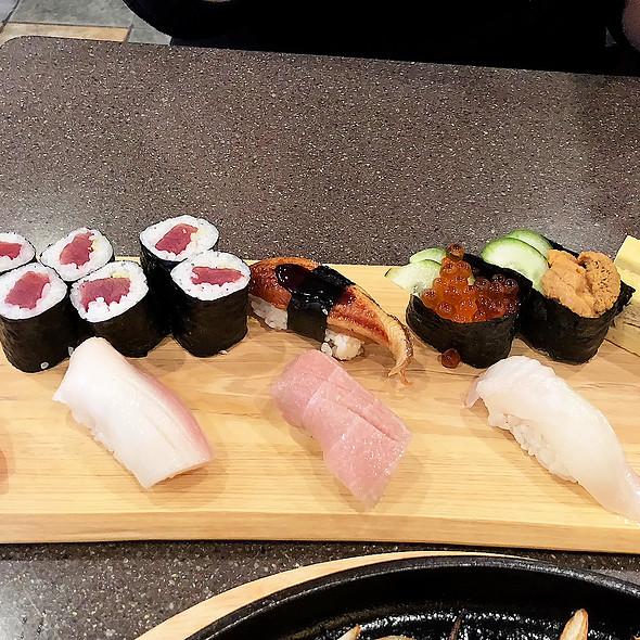 Assorted Sushi @ IZAKAYA MATSURI