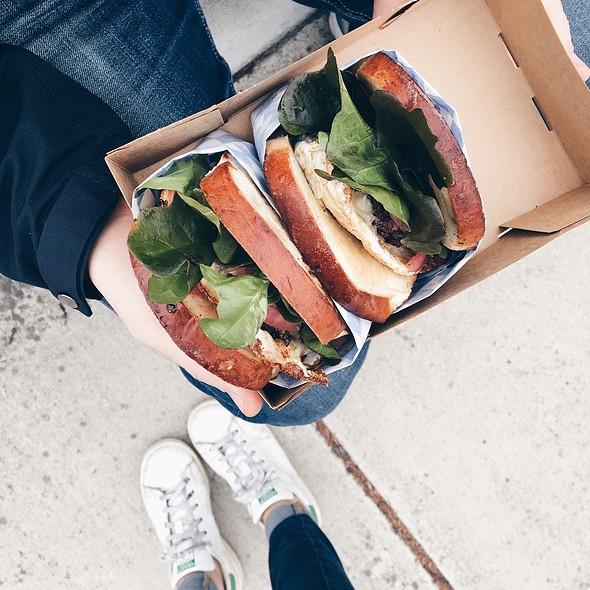 hamburger sandwich @ Dad's Luncheonette