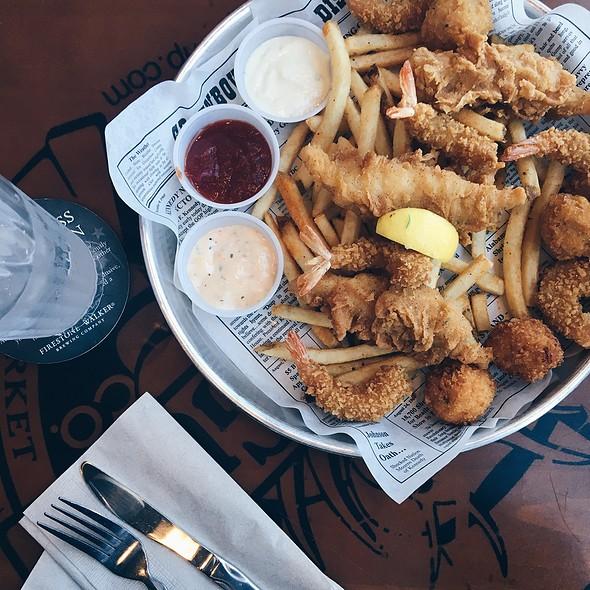 Forrest's Seafood Feast @ Bubba Gump Shrimp Company