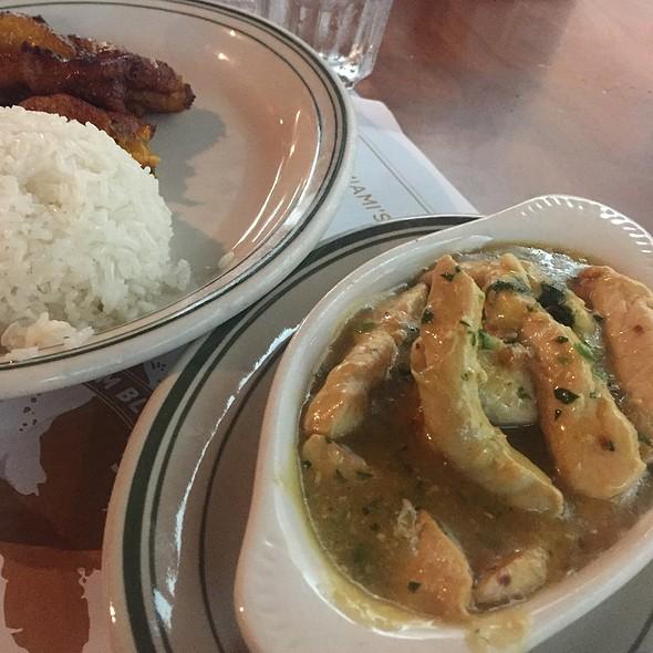 pollo al ajillo @ La Carreta Restaurant