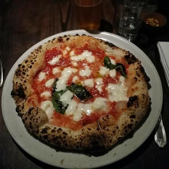 Pizza Margherita @ Del Popolo