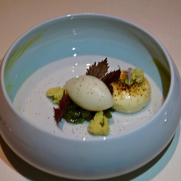 Sicilian pistachio, meyer lemon chiboust and sorbet, seaweed purée and dehydrated