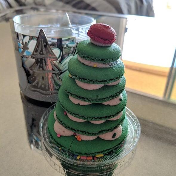 Christmas Tree Macaron