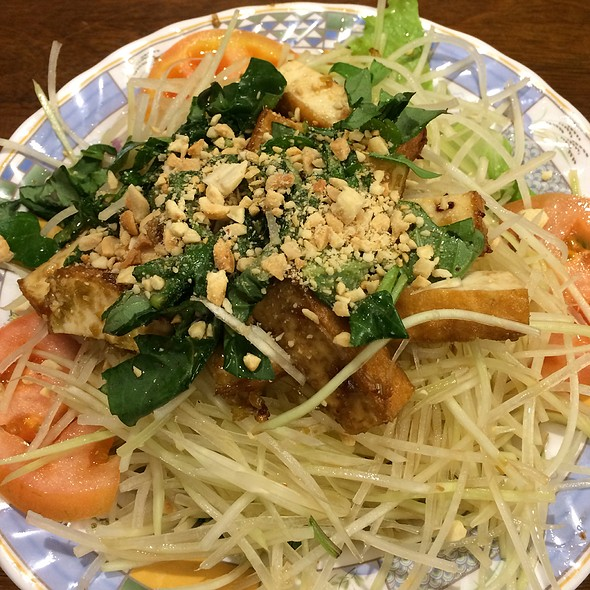 Green Papaya Salad With Tofu
