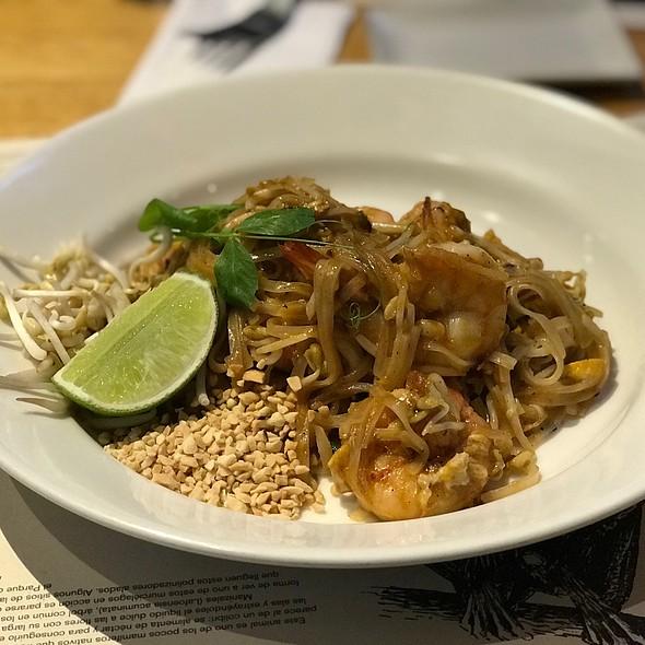 Spicy Pad Thai Langostinos @ Wok Santa Ana