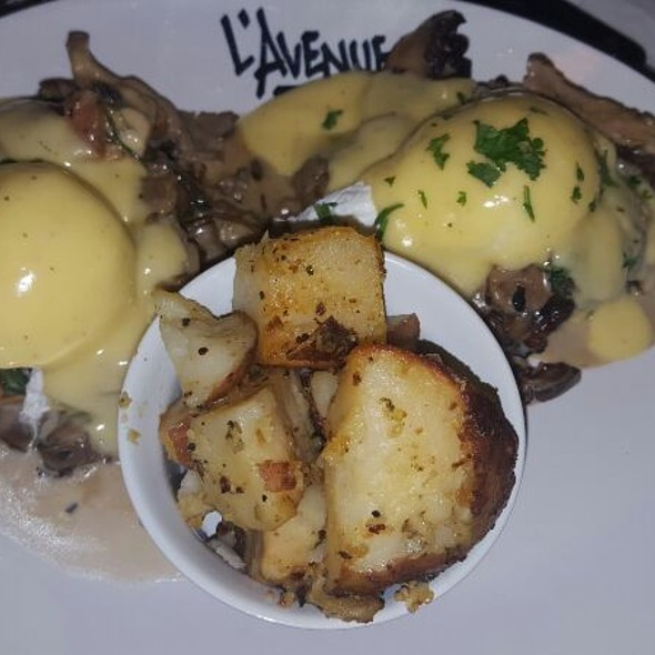 Eggs Benny With Mushroom And Bacon