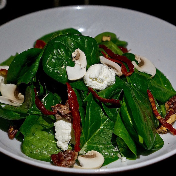 Spinaci salad – spinach, shaved mushrooms, sundried tomatoes, goat cheese, caramelized walnuts, balsamic