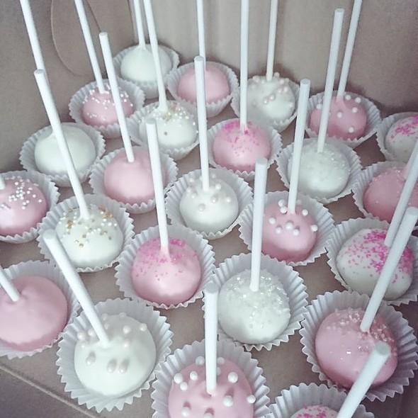 Chocolate And Vanilla Cake Pops