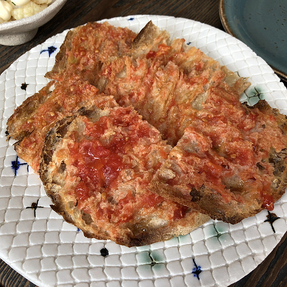 Crispy toasted bread with tomato
