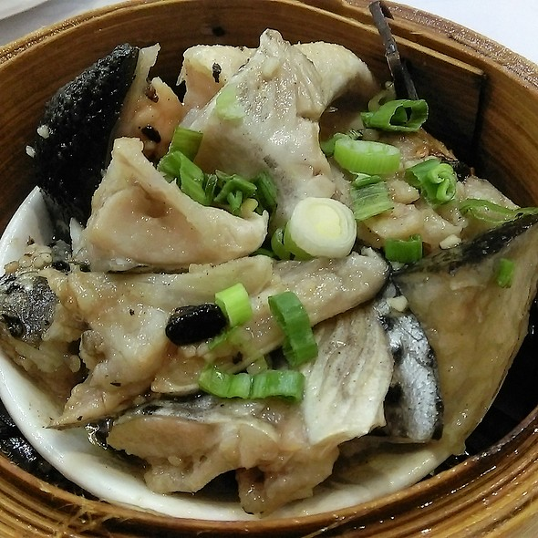 豉汁蒸魚雲 Steamed Salmon Head with Black Bean Sauce