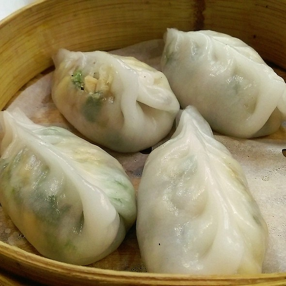 鮮菌豆苗餃 Steamed Snow Pea Leaves & Mushroom Dumplings