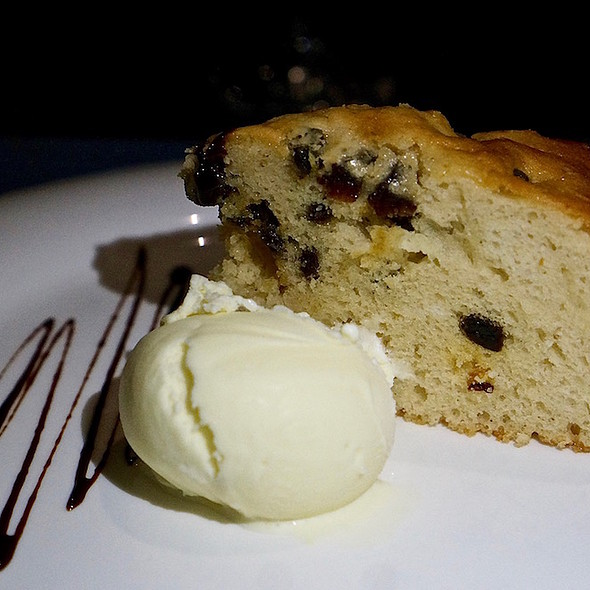 Rum Raisin Cake With Vanilla Ice Cream
