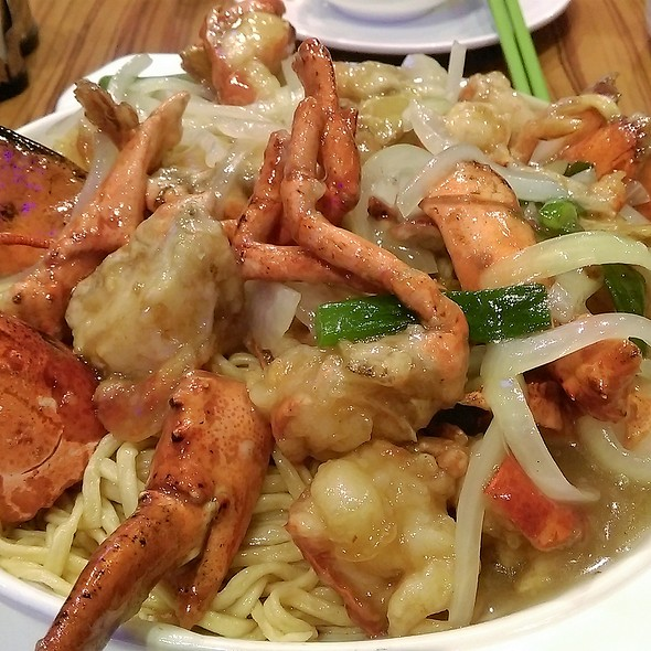 薑蔥龍蝦伊麵 Lobster with Ginger and Green Onion Yi Mein
