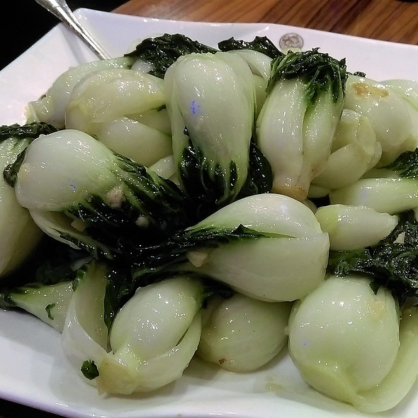 蒜仔炒白菜仔 Stir-Fried Baby Bok Choy With Garlic