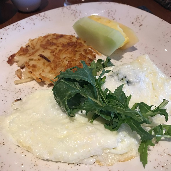 Egg White Omlette With Spinach, Goat Cheese And Hash Brown