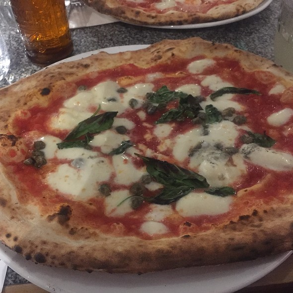 Pizza Margherita With Capers
