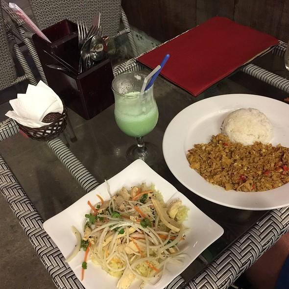 Vietnamese Chicken Rice And Lemongrass Beef Rice