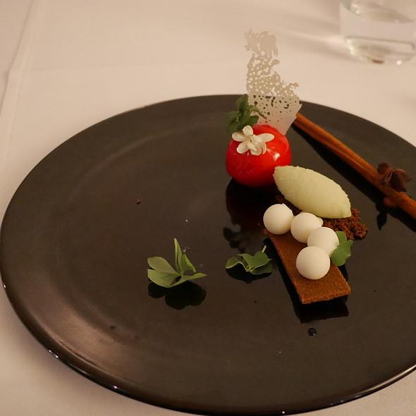 Fuji Apple Mousse, Caramel Ice @ Nagaya