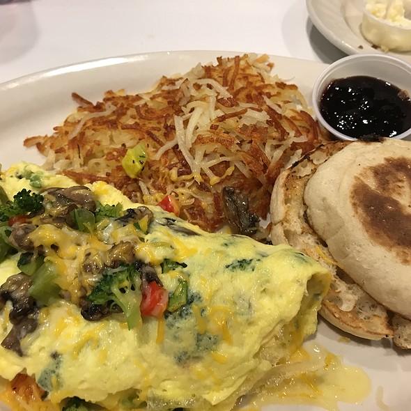 Veggie Omle @ Richie's Real American Diner