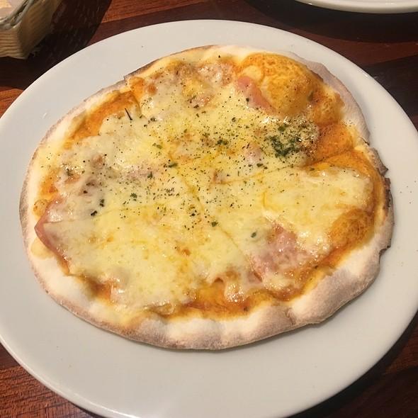 Pizza De Jamon