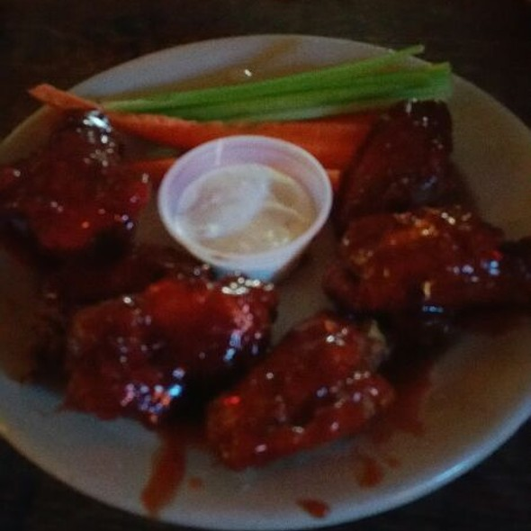 Beer Battered Chicken Wings @ Peculier Pub