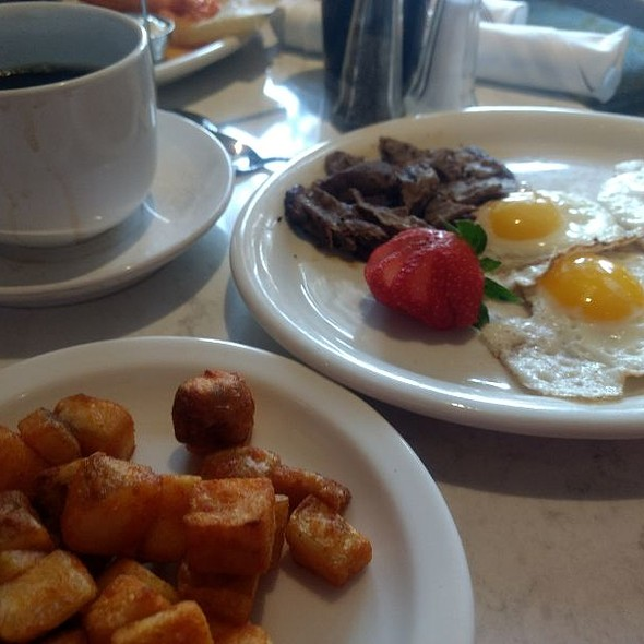 Steak and Eggs @ Fezziwig's Food and Fountain