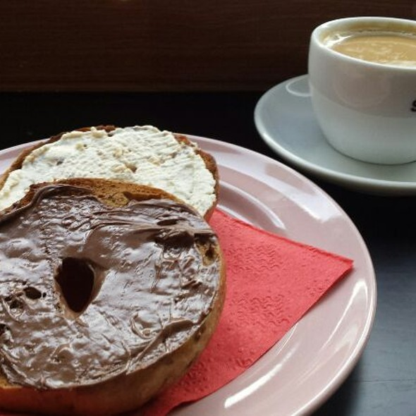 Bagle With Cream Cheese And Nutella