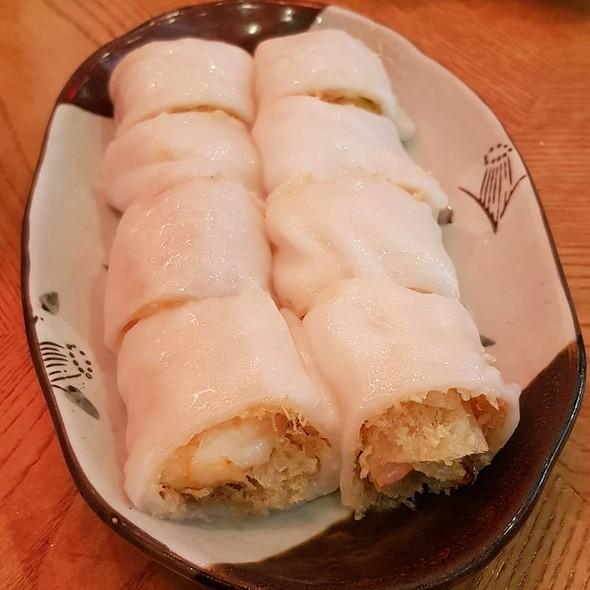 Steamed Rice Flour Rolls With Crispy Rice Nest And Shrimp