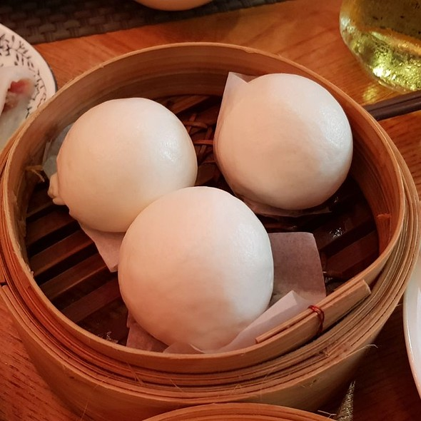 Steamed Custard And Salted Egg Yolk Paste Buns
