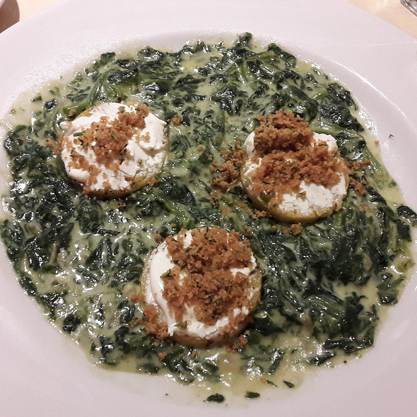 Polenta con espinacas a la parmesana y queso de cabra