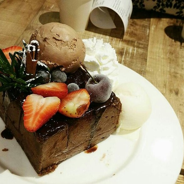 Christmas Dark Forest Toast @ After you สาขา Central World