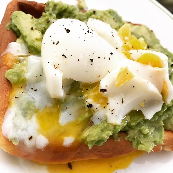 Waffle with Avocado & Egg