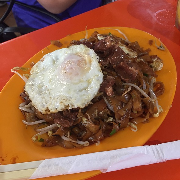 Stir Fried Kway Teow With Sunny-Side Up With Beef