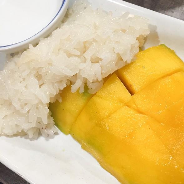 Mango Sticky Rice @ Boat Noodle Indonesia