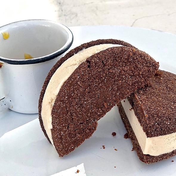 Cinnamon ice cream sandwich, ginger molasses cookies