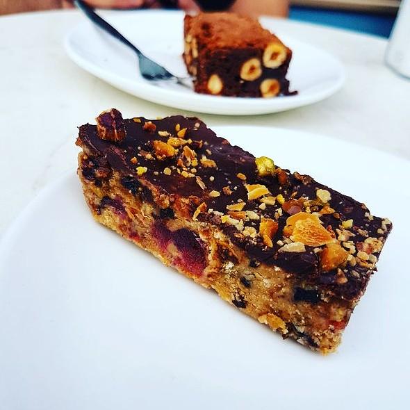 Almond-Pistachio Slice