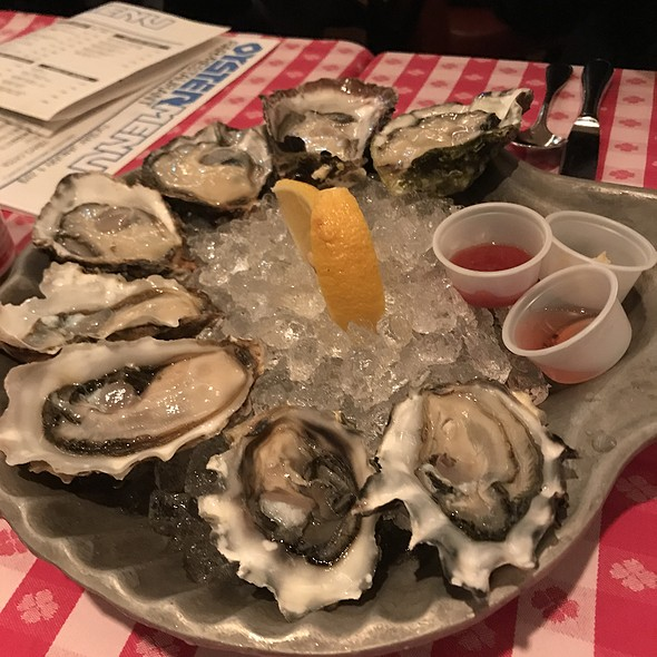 Oyster Platter (8Pcs) @ Grand Central Oyster Bar&Restaurant 品川店