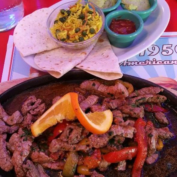 Fajitas De Res @ 1950 American Diner