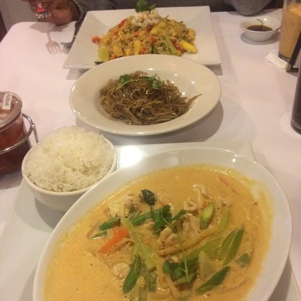Thai Curry , Glass Noodles , Crab Fried Rice @ Esaan Thai Restaurant