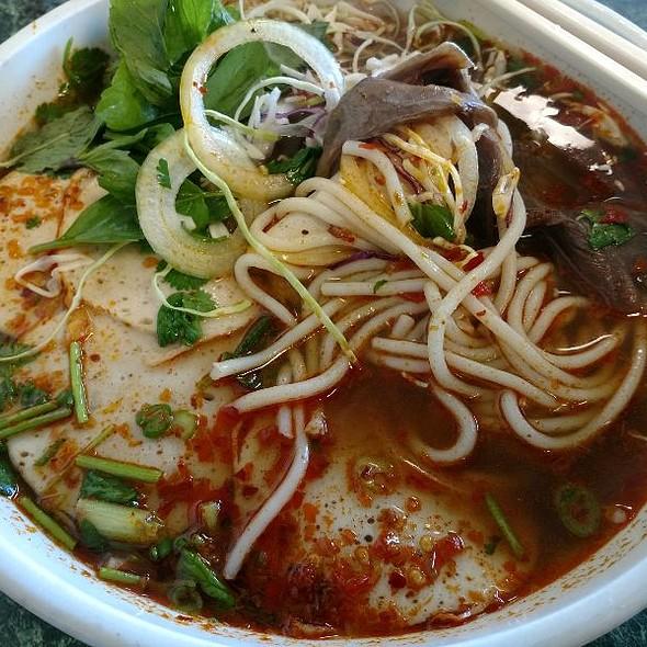 Bún Bò Huê' @ Pho Hung Cuong Restaurant